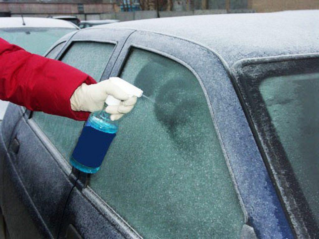 Как убрать лед с лобового, если надо срочно ехать утром