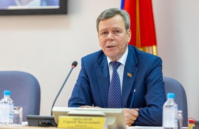 Сергей Абрамов отметил, что депутатский комитет по экономическому развитию, бюджету и налогам продуктивно отработал весеннюю сессию
