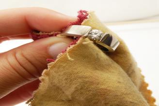 Как правильно чистить золотые украшения с камнями в домашних условиях