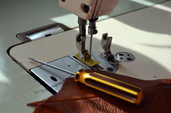 Как пользоваться, шить и заправлять двойную иглу на швейной машинке