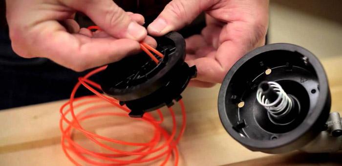 Как поменять леску на бензиновом триммере видео