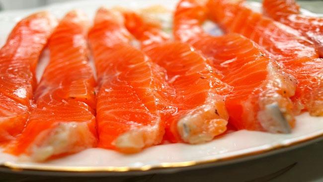 Как засолить красную рыбу: проверенные рецепты с фото