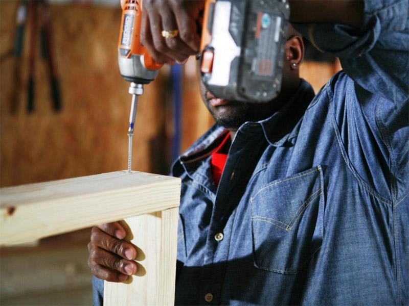 Как построить простую собачью будку с двухскатной крышей