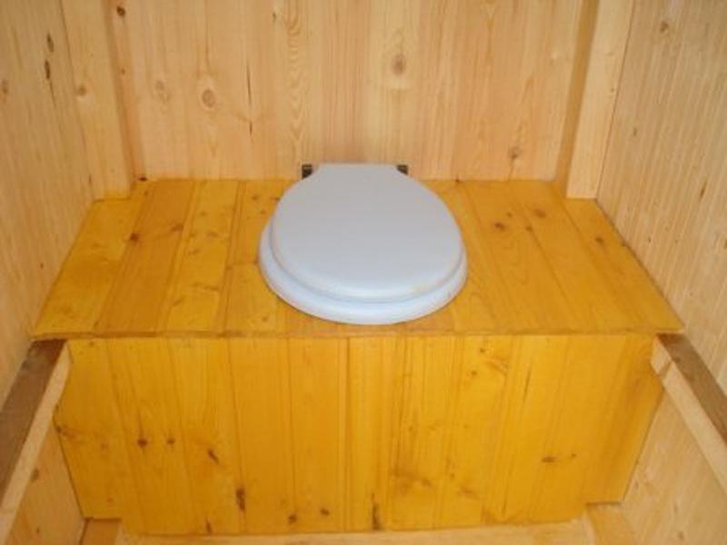 Деревянные дачные туалеты своими руками – этапы строительства. Обустройство выгребной ямы. Монтаж каркаса. Отделка и покраска
