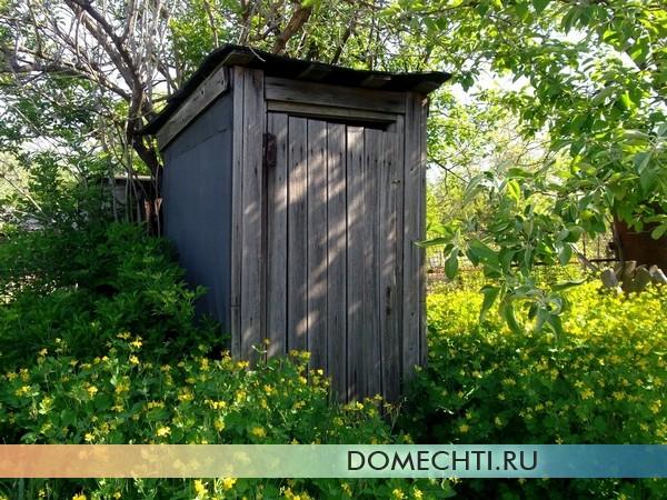 Туалет на даче своими руками: этапы строительства, материалы для домика и отделки туалетов
