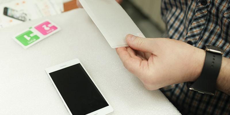 Как наклеить защитное стекло на смартфон