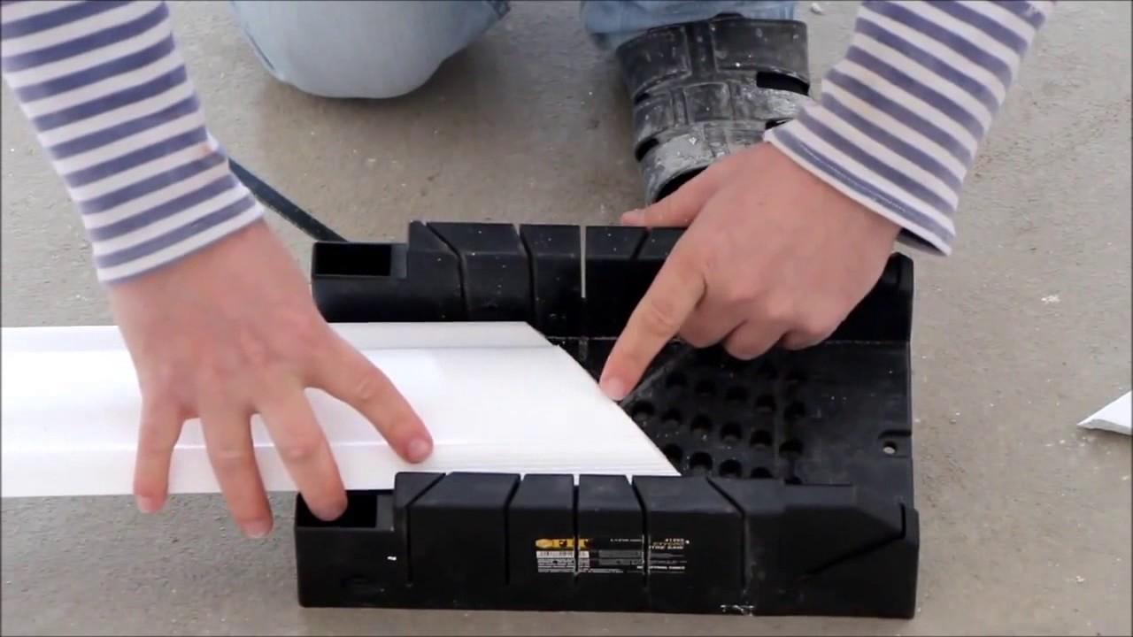 Как правильно вырезать угол на потолочном плинтусе своими руками