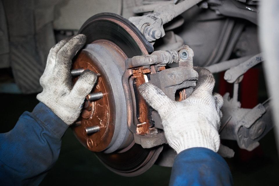 Honda CR-V. Ремонт переднего тормозного суппорта
