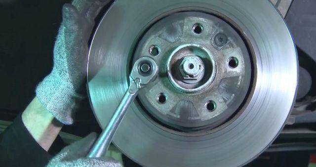 Замена передних тормозных колодок и дисков Megane 3