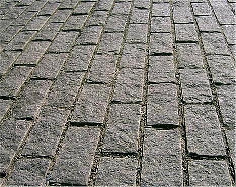 Что лучше для покрытия двора: брусчатка или плитка