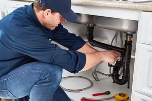 Как устранить запах канализации в доме: причины проблемы и пути ее решения