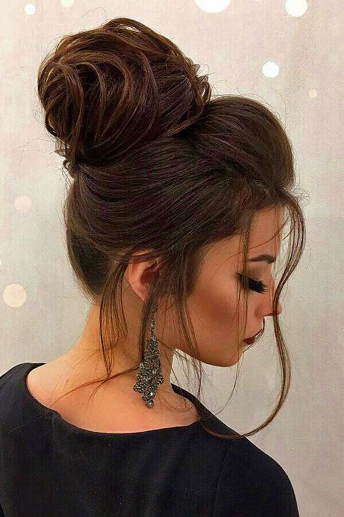 Высокие прически на средние волосы своими руками: пошаговое фото