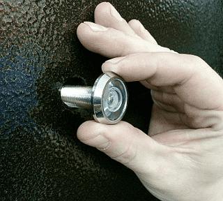 Выбор и установка дверного глазка