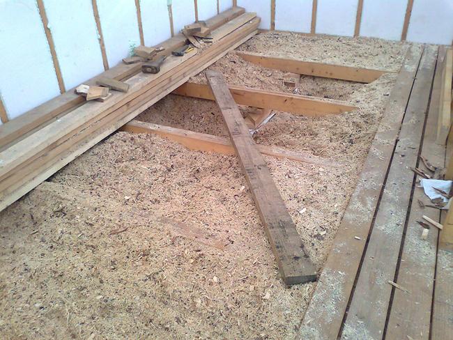 Как и чем утеплить пол в деревянном доме своими руками