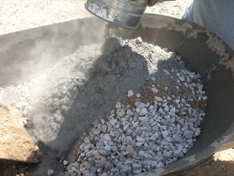 Как замесить бетон для; фундамента своими руками: состав и пропорции смеси