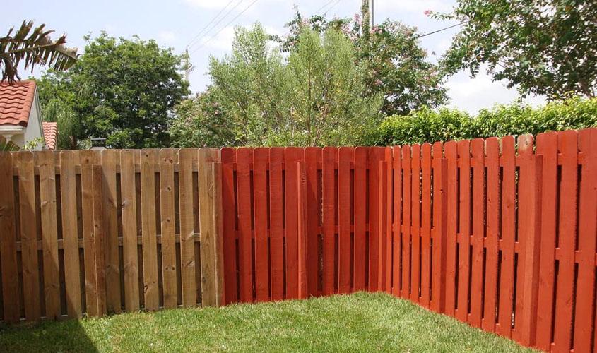 Как правильно покрасить забор