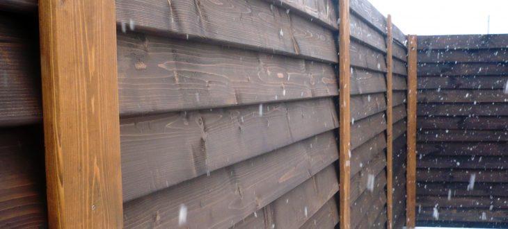 Забор из дерева: чем покрасить деревянный забор