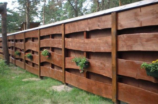 Чем покрасить деревянный забор - как выбрать пропитку и краску