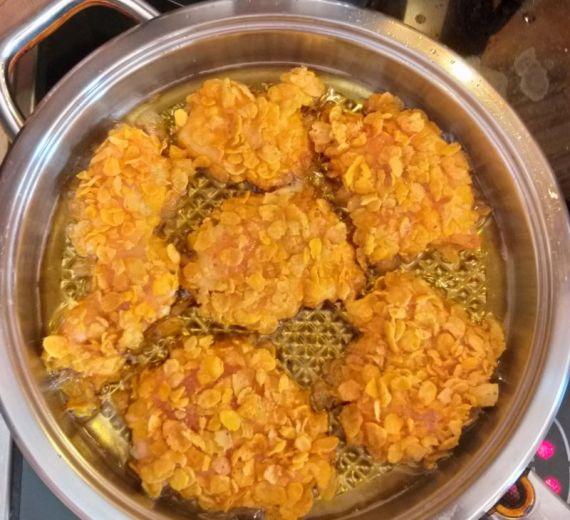Рецепт куриная грудка в панировке из кукурузных хлопьев. Калорийность, химический состав и пищевая ценность