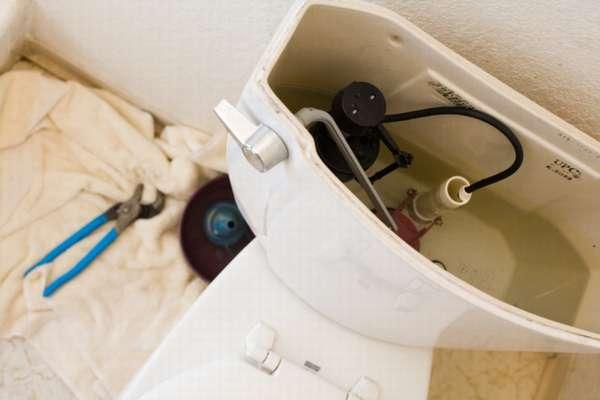Причины и устранение протеканий унитаза снизу после слива воды