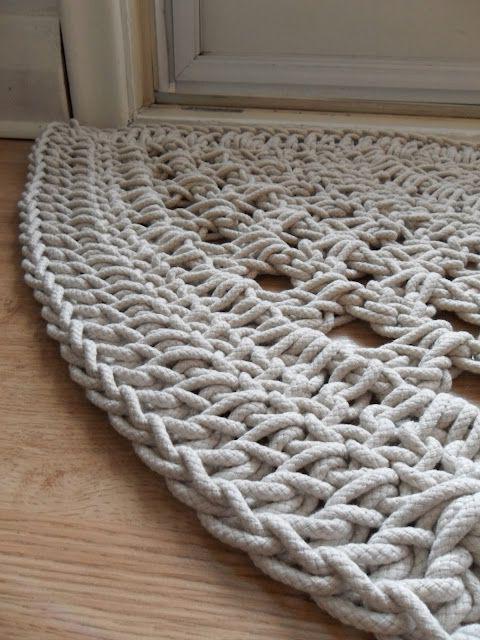 Узнаем как связать коврик крючком из шнура