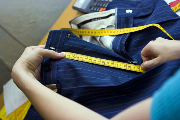 Как ушить брюки по бокам в домашних условиях