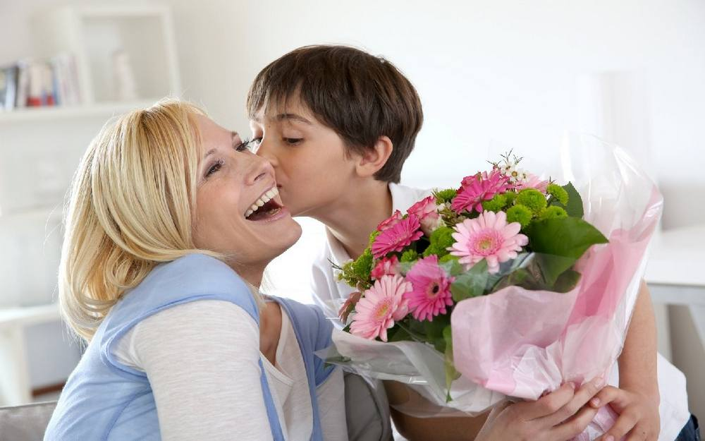 99 идей, что подарить маме на 8 марта от сына