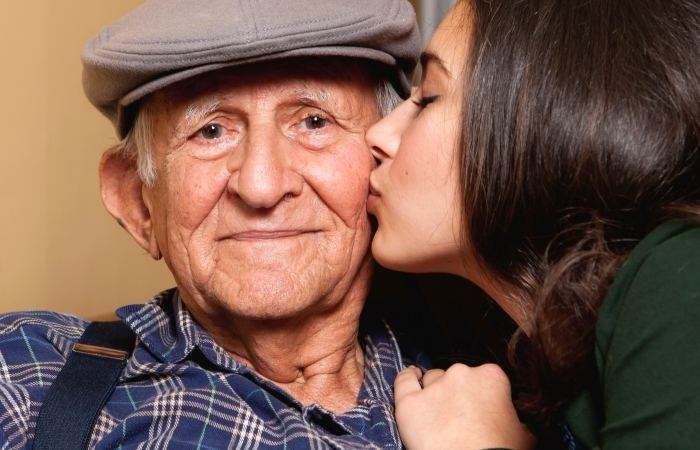 Что подарить дедушке на 80, 85 лет