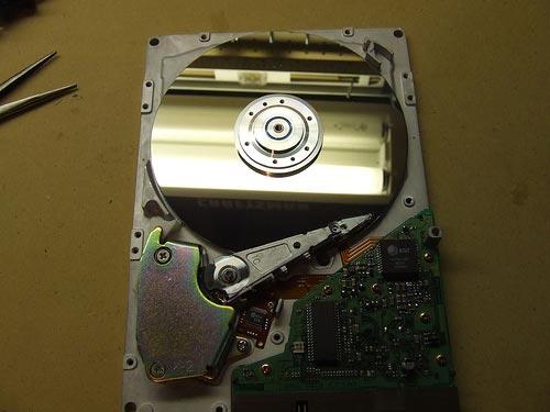 Часы из hdd. Как из старого жесткого диска HDD сделать часы, зеркало или сейф