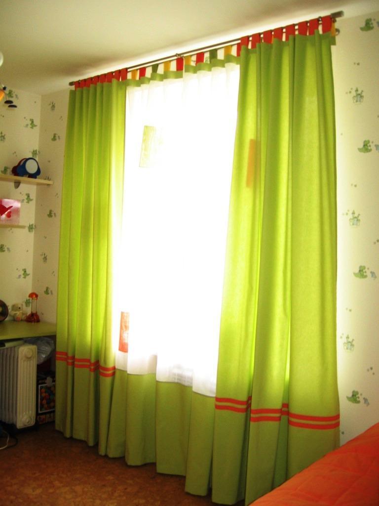 Зеленые шторы; как оформить спокойный и нежный интерьер (70 фото)