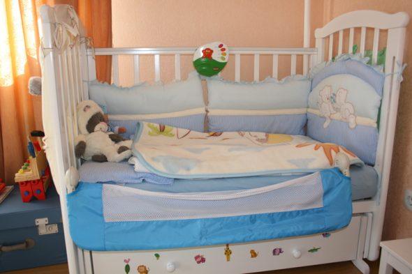 Делаем ограничитель для детской кровати своими руками