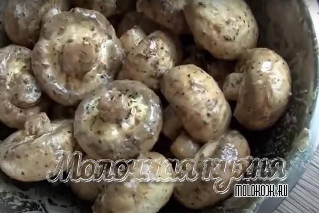 Что можно приготовить на мангале: шампиньоны в сметане, овощной шашлык, креветки с дымком