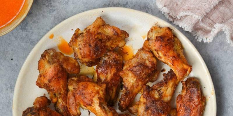 Простой рецепт приготовления хрустящих куриных крылышек в духовке