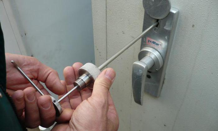 Узнаем как вытащить сломанный ключ из замка двери