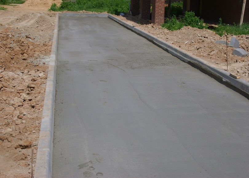 Тонкости укладки тротуарной плитки на даче