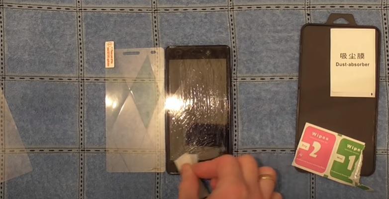 Как приклеить стекло с Алиэкспресс на телефон