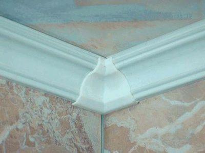 Как сделать угол потолочного плинтуса: рекомендации от специалистов