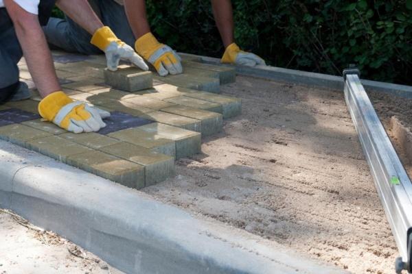 Технология укладки тратуарной плитки на песок и на бетонное основание своими руками