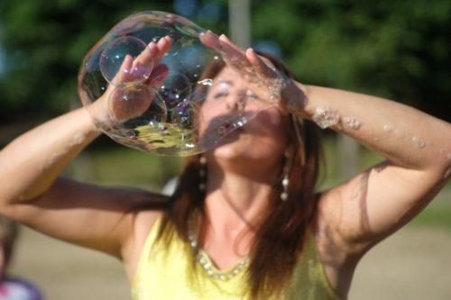 Как правильно делать мыльные пузыри в домашних условиях