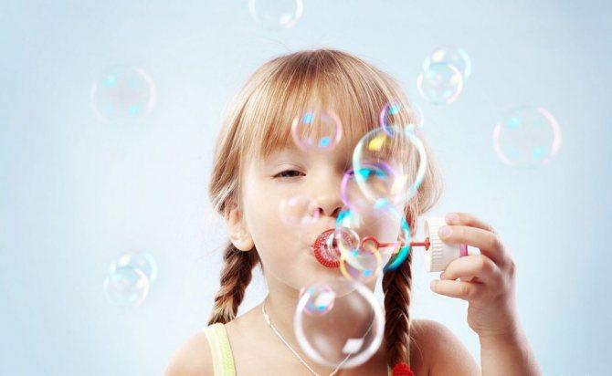 Как сделать мыльные пузыри дома: 5 простых способов