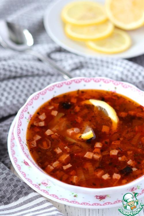 Солянка с копченой колбасой и солеными огурцами по рецепту с фото