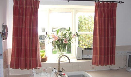 Кухонные шторы и занавески своими руками