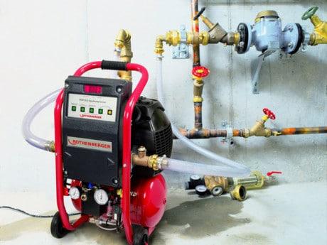Гидропневмопромывка; радикальная и эффективная очистка системы отопления
