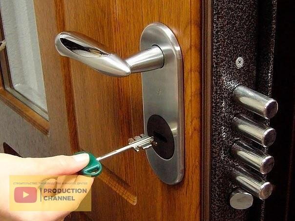 Что делать если ключ застрял в замке двери
