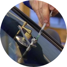 Ремонт лобовых стёкол: быстрое удаление трещин и сколов