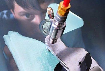 Ремонт сколов и трещин на лобовом стекле своими руками