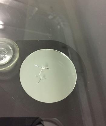 Как заделать трещину на лобовом стекле автомобиля — с фото