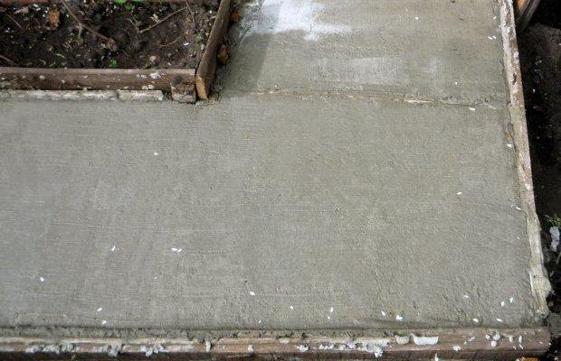 Как делается садовая дорожка из бетона своими руками