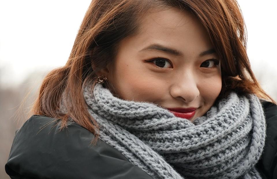 Как носить шарф с пальто: 10 стильных вариантов для любого возраста