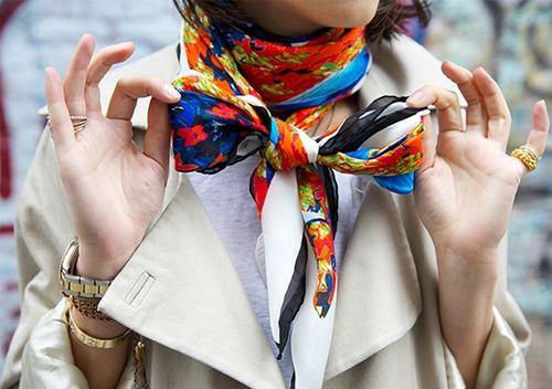 Красивые идеи как завязать шарф на шее